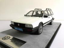1/18 Dealer Edition Classic 1980-1989 Volkswagen VW Passat Variant / Santana Hatchback Wagon (White) Resin Car Model