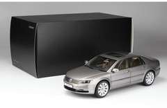 1/18 Kyosho Volkswagen VW Phaeton (Grey) Diecast Car Model