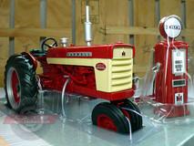 1/16 ERTL Farmall Case 460 Tractor Diecast Model