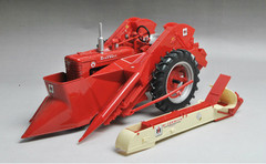 1/16 ERTL Farmall Super M Tractor with Mounted 2MH Corn Picker Diecast Model