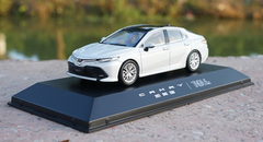 1/43 Dealer Edition 8th Generation 2018 Toyota Camry (White) Diecast Car Model