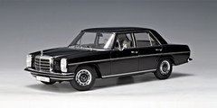 RARE 1/18 AUTOart MERCEDES-BENZ /8 220D LIMOUSINE (BLACK) Diecast Car Model