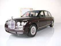 RARE 1/18 Minichamps 2002 Queen Bentley State Limousine Diecast Car Model