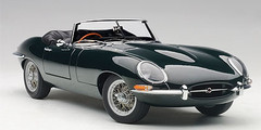 1/18 AUTOart JAGUAR E-TYPE ROADSTER SERIES I 3.8 (GREEN)(WITH METAL WIRE-SPOKE WHEELS) Diecast Car Model 73604