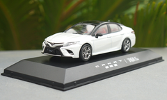 1/43 Dealer Edition 8th Generation 2018 Toyota Camry XSE SE (White) Diecast Car Model