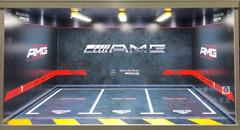 1/18 Mercedes-Benz AMG Theme 3 Car Garage Scene w/ Lights (car model not included)