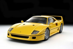 1/18 Kyosho Ferrari F40 (Yellow) Street Version 08411Y