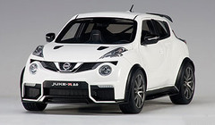 1/18 AUTOart NISSAN JUKE R 2.0 R2.0 (WHITE) Diecast Car Model 77456