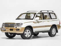 1/18 Dealer Edition 2005 Toyota Land Cruiser (White) Diecast Car Model