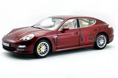 1/18 Porsche Panamera 4S (Red)