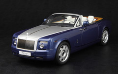 1/18 KYOSHO ROLLS-ROYCE PHANTOM DROPHEAD COUPE (BLUE) DIECAST MODEL