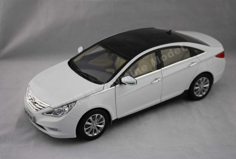 118 HYUNDAI SONATA WHITE DIECAST CAR MODEL