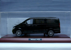 RARE SPECIAL DEALER EDITION 1/18 MERCEDES-BENZ VIANO (BLACK) w/ DISPLAY CASE