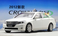 1/18 TOYOTA CROWN (WHITE) DIECAST CAR MODEL