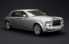 1/18 Kyosho Rolls-Royce Phantom Extended Wheelbase (EWB) (Silver)