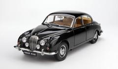 1/18 Paragon Jaguar MK2 Daimler V8 - 250 (Black)