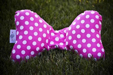 This vivacious yet vintage pink with white dot pattern will hold its rich color and is made with the hip mama in mind.