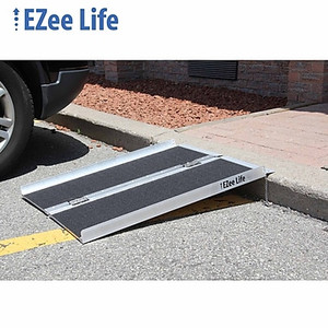 3' SINGLE FOLD ALUMINUM RAMP WITH GRIP TAPE
