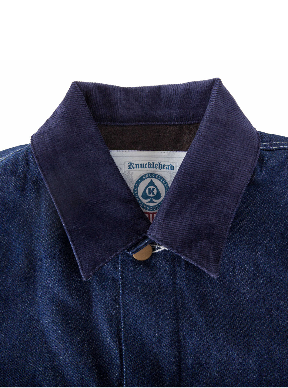 Detail: Corduroy collar