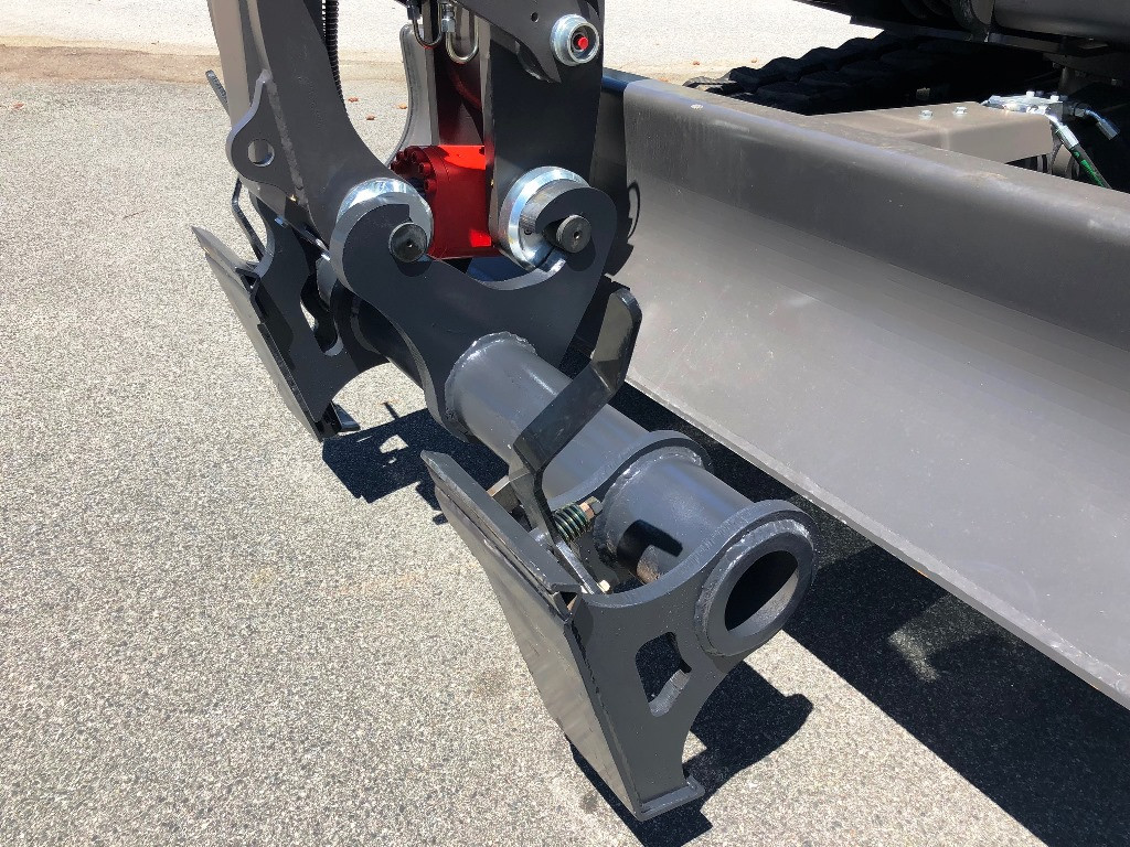 New Mecalac CONNECT to Universial Skid Steer Adaptor Hitch