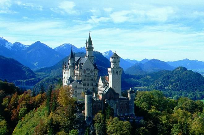 Relaxing-Scene-Castle-In-Germany.jpg