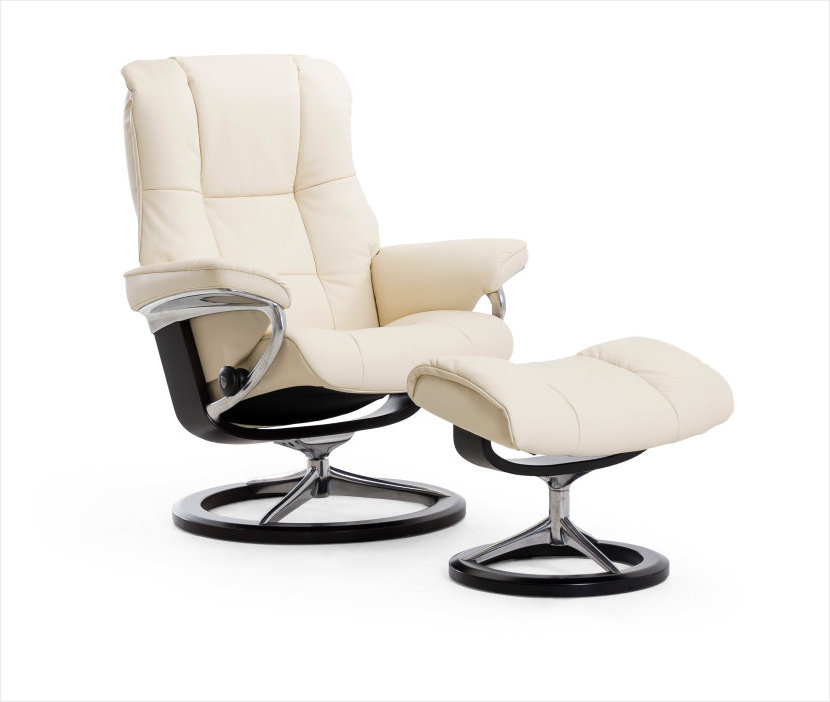 Signature Series Stressless Mayfair Recliner in Paloma Vanilla Leather.
