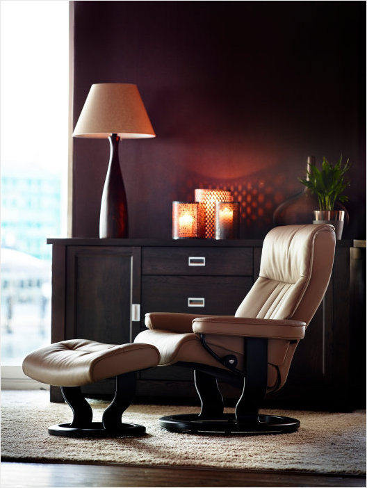 Stressless Crown Recliner- Get the lowest prices at Unwind.