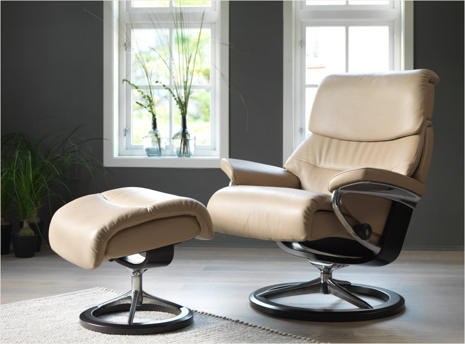 2016 New Stressless Signature Capri Recliner at Unwind.