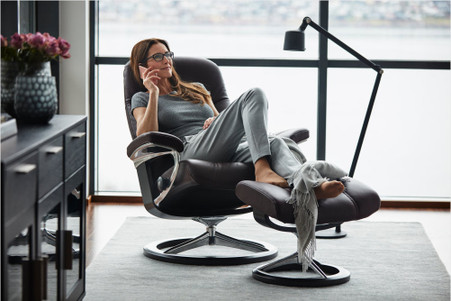 Unwind and relax in the Amarone Cori Consul with the Signature Series base.