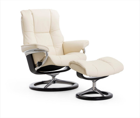 New Vanilla Paloma Leather shown on this Stressless Signature Series Mayfair Recliner.