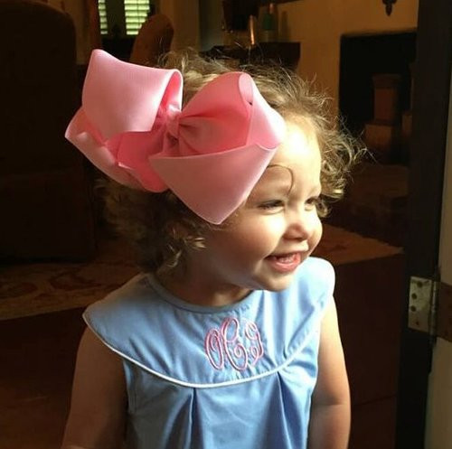 Big Angie hair bow in light pink.