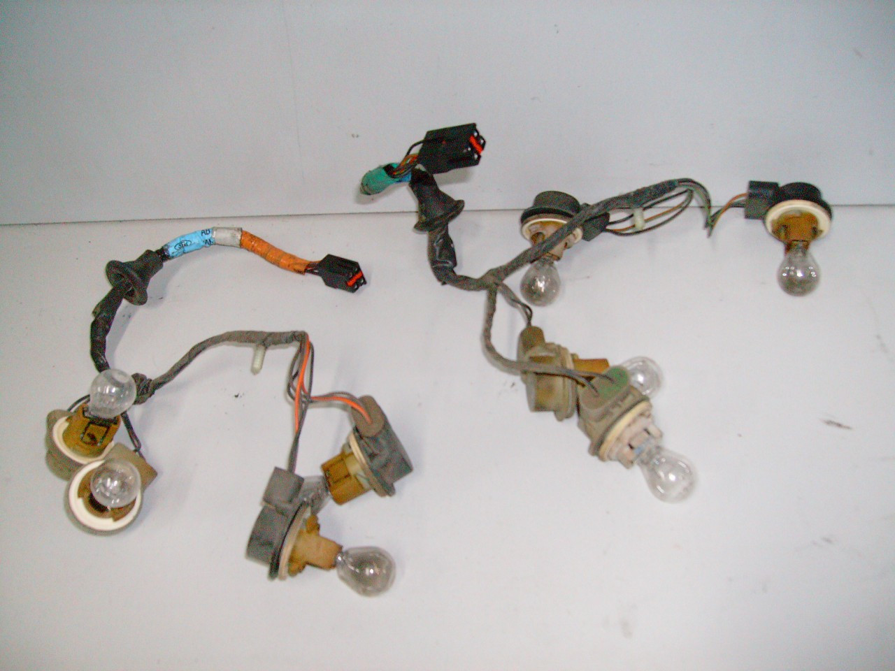 1996 1998 ford mustang rear tail light wire harness taillight. Black Bedroom Furniture Sets. Home Design Ideas