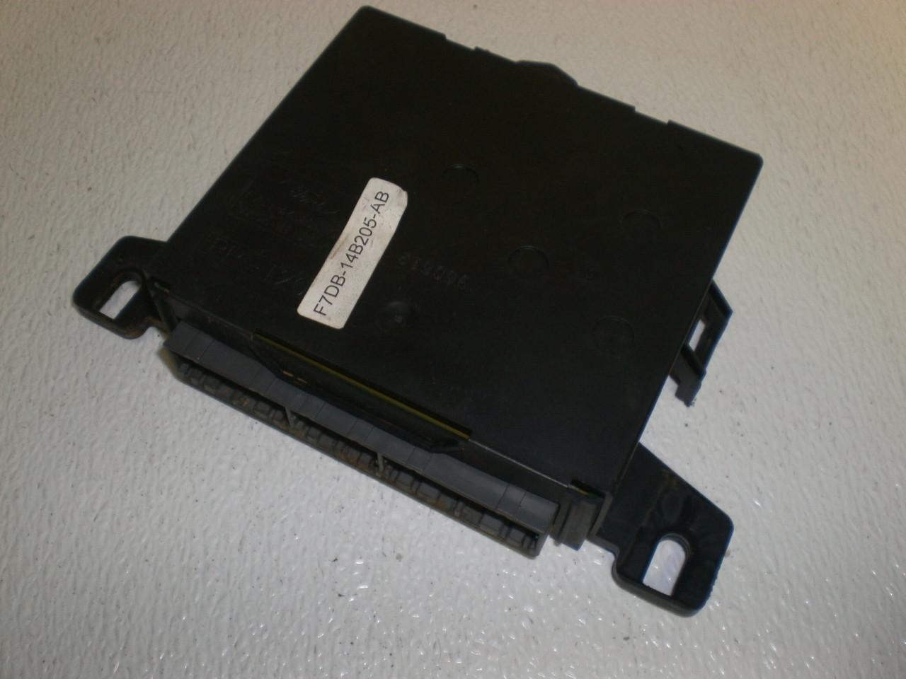 1996-1997 Ford Taurus Gem Module Under Fuse Box Chassis Control  F7DB-14B205-AB