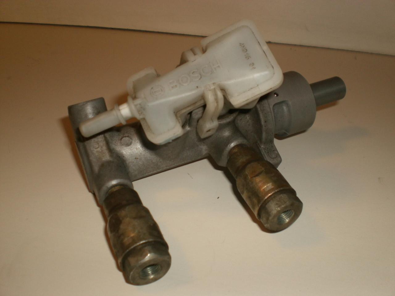 2000 2004 ford focus brake master cylinder w o abs. Black Bedroom Furniture Sets. Home Design Ideas