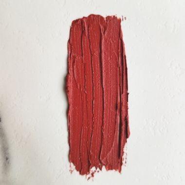 red natural lipstick    vegan + cruelty-free