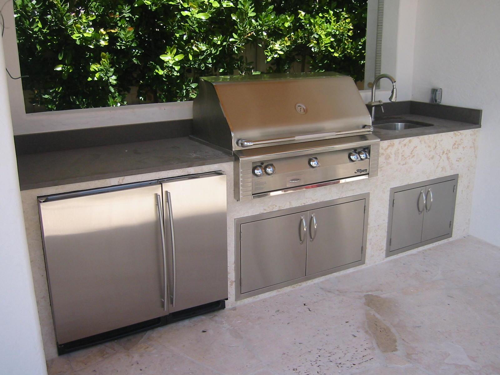 Alfresco Luxury Custom Outdoor Kitchen