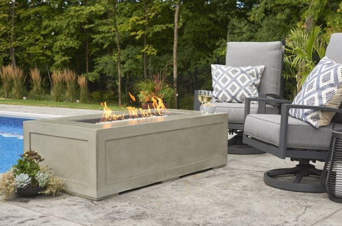 Outdoor GreatRoom Cove Linear Fire Table