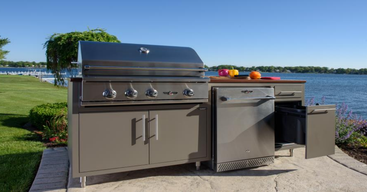 Challenger Designs Coastal Outdoor Kitchen with Delta Heat