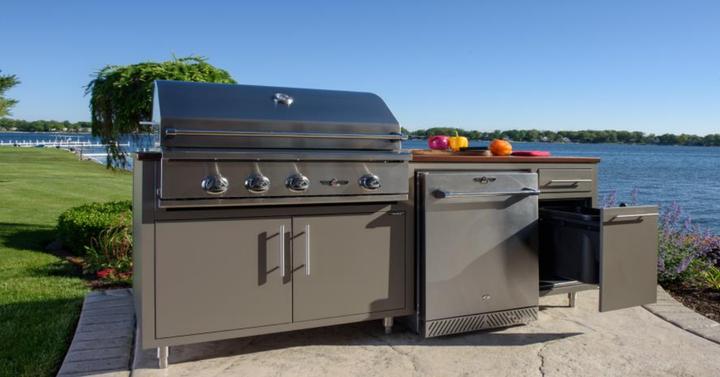 Challenger Designs Coastal Outdoor Kitchen with Delta Heat