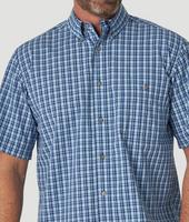 Wrangler Men's Rugged Wear Short Sleeve Button Down Blue Plaid