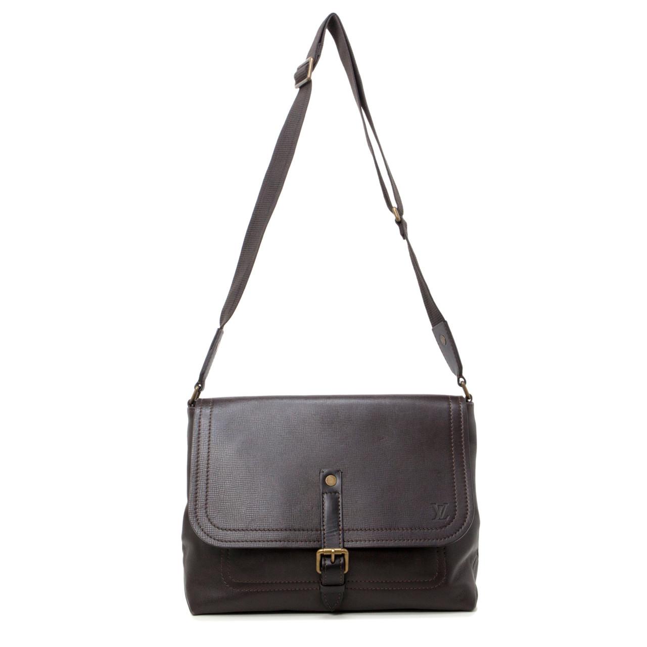 4f1cd9c205 Louis Vuitton Coffee Utah Leather Omaha Messenger Bag - modaselle
