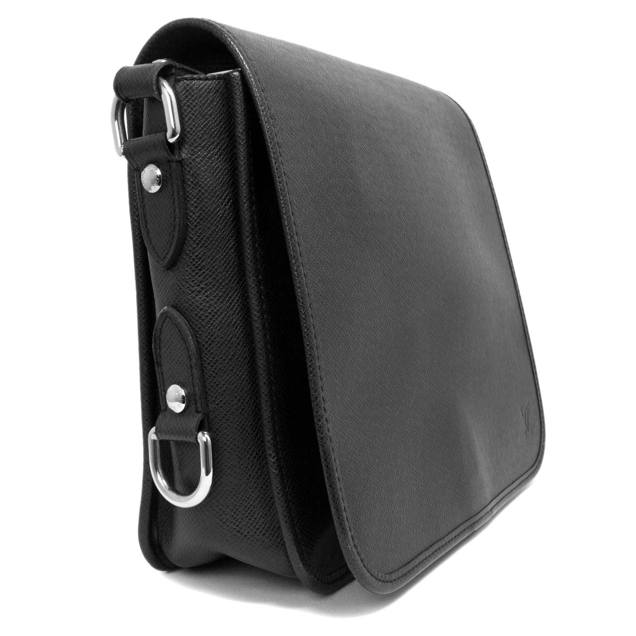 Louis Vuitton Black Taiga Andrei Messenger - modaselle 2745cf6cbc8d3