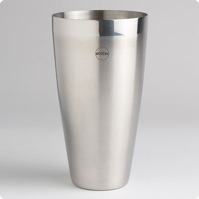 26 oz. stainless steel mixing tin 16 oz. etched tempered mixing glass that features ½ oz measurement increments