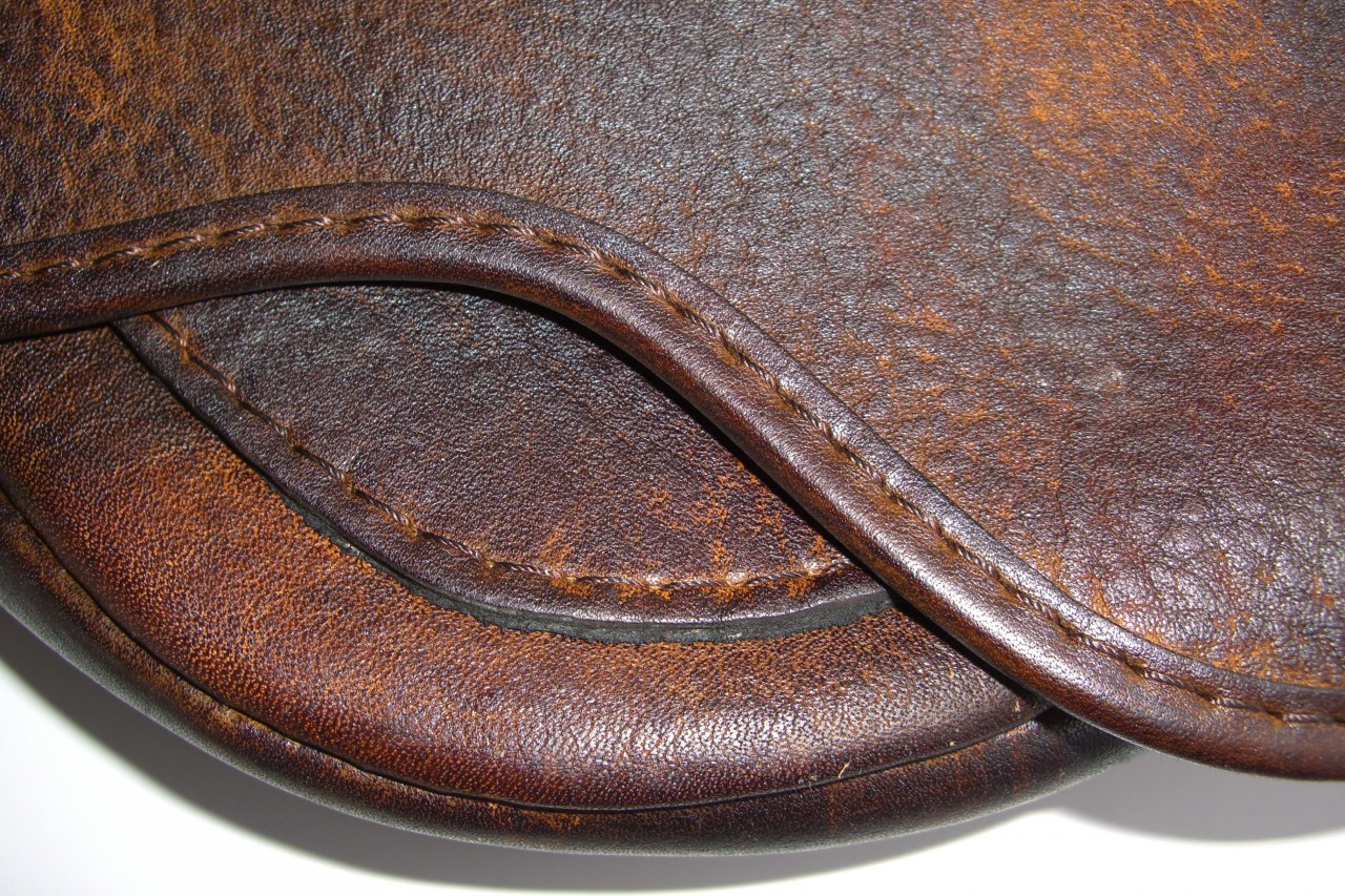H-301 Hunter Beavertail Bag - The Leatherman Traditional