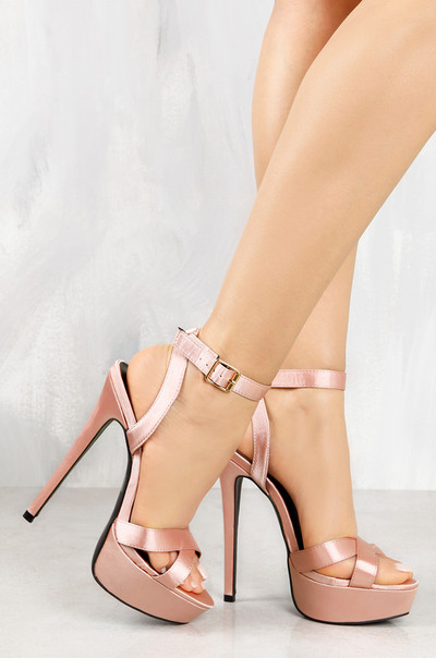 Stealing Looks - Blush Satin