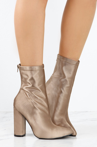 Statement Touch - Taupe Satin