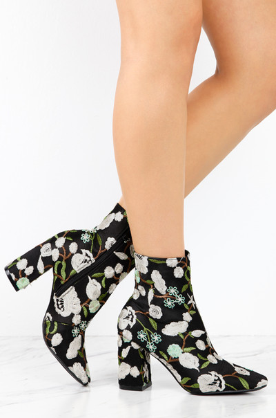 Drop It Low - Black Floral