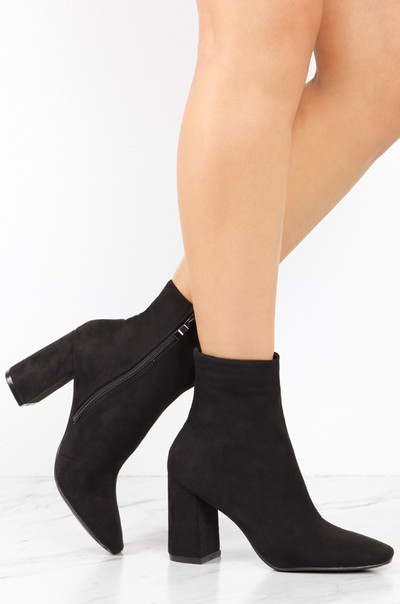 Drop It Low - Black Suede