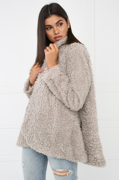 Hot Faux Fur Coat - Grey
