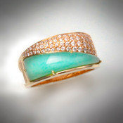 R1241 has 86 points of F/VS diamonds and the inlay is chrysoprase set in 14kt yellow gold.